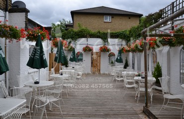 Hanging Basket Services for Pubs_image_004